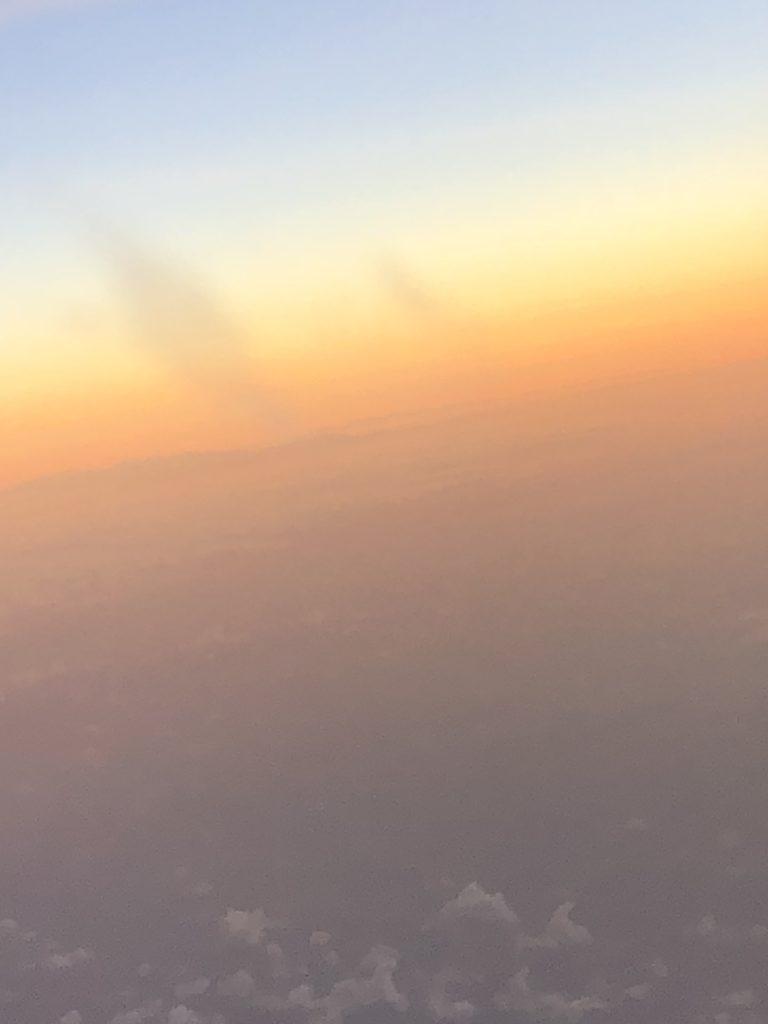 朝日降り注ぐ上空 Photo by Yasuyo Watanabe