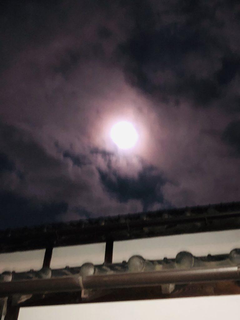 「浄化を促す満月パワー」Photo by Yasuyo Watanabe,埼玉県入間市,October 2018